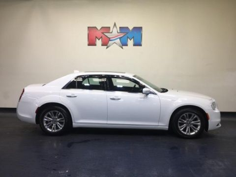 Pre-Owned 2017 Chrysler 300 Limited RWD